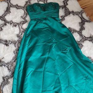 Dresses & Skirts - Green, strapless, formal dress